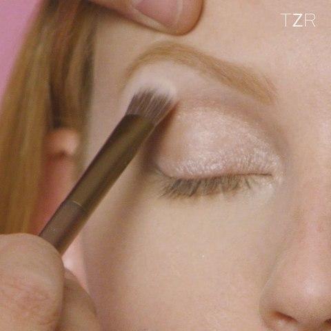 Makeup Minute: Rose Eyes