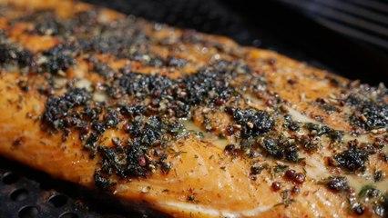 Père Guez s01e06 : saumon au barbecue et chantilly à l'aneth, un coup fumant ?
