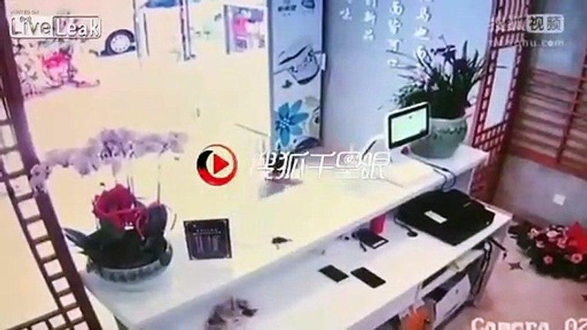 Une mère utilise son enfant de 4 ans pour voler un smartphone