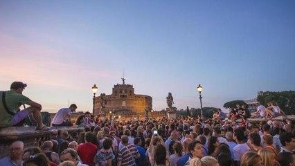 Castel Sant'Angelo, lo spettacolo improvvisato della soprano cinese incanta i turisti