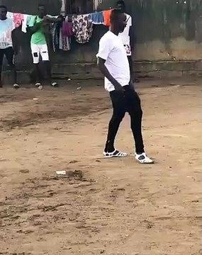 Le mec connait danser...