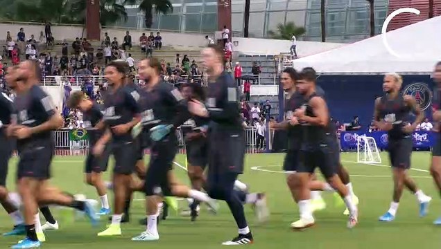 Le premier entraînement collectif de Neymar