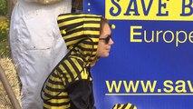 """Mobilisation contre les pesticides """"tueurs d'abeilles"""" devant la Commission européenne"""