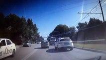 C'est ce qu'on appelle une collision en chaine... 5 voitures d'un coup