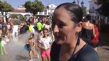50.000 litros de agua para dar la bienvenida a las fiestas de Castilblanco de los Arroyos