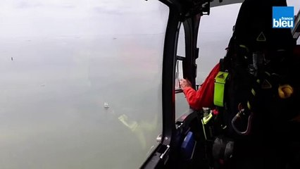 L'hélicoptère de la sécurité civile, Dragon 17 en surveillance au dessus de l'Ile Madame