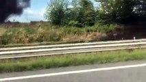 Un véhicule en feu sur l'autoroute A4