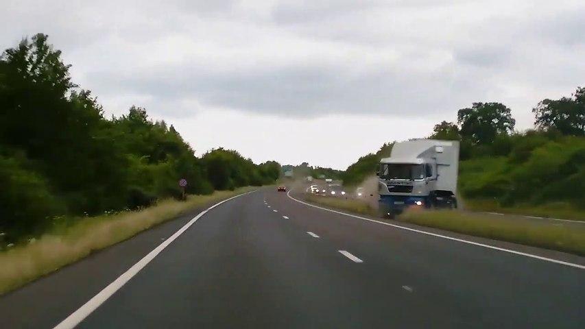 Ce conducteur évite le pire de justesse sur l'autoroute