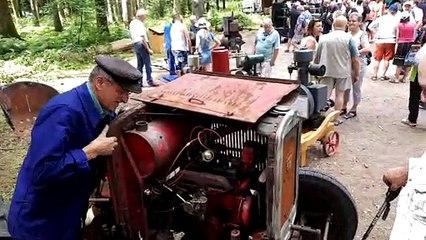 Vidéo. Le laborieux lancement d'un vieux tracteur lors de la concentration de poids lourds anciens du Val-d'Ajol
