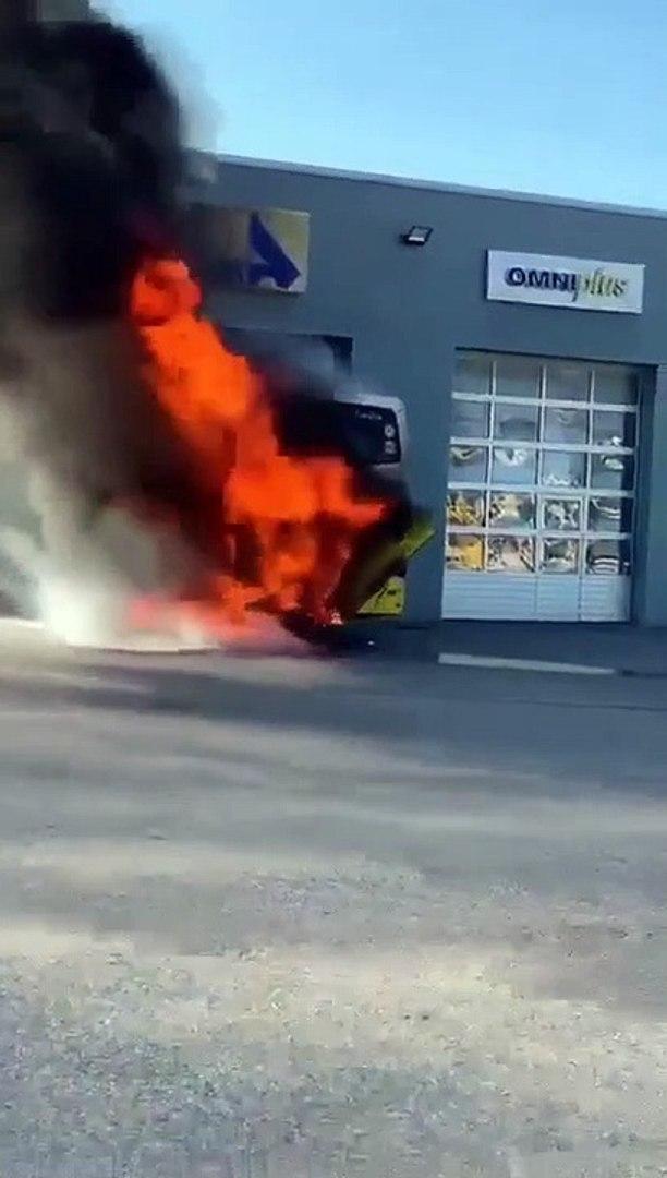 Incendie à La Concession Mercedes à Valence La Scène Filmée Par Un Témoin