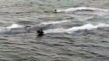 3 idiots en Jet Ski enchainent 3 chutes, chacun leur tour