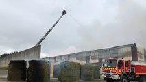 L'incendie a pris dans un entrepôt de fourrage, lundi 5 août vers 6h