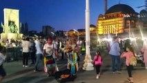 Taksim'de Kızılderili sanatçılara yoğun ilgi