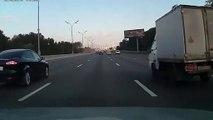 Il roule comme un malade dans le trafic et ça se termine très très mal