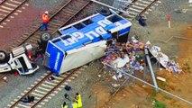 Un camion transportant de la bière se renverse sur une voie ferrée