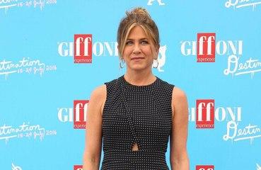 Jennifer Aniston está indo a encontros
