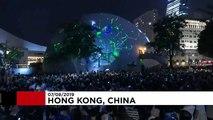 Hong Konglu eylemcilerden lazer ışıklı protesto