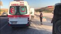 GAZİANTEP-Şanlıurfa yolunda yolcu minibüsü ile otomobil çarpıştı, ölü ve yaralılar var - 1