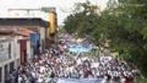 Video: estudiantes y docentes protestan por muerte de profesor en hechos confusos