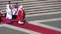 El papa Francisco condenó hoy con firmeza la guerra y el terrorismo durante la misa que presidió en el Vaticano este Domingo de Ramos, el mismo día en el que al menos 22 personas han muerto en un atentado en Egipto