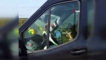 Sürücünün direksiyon başında yemek yediği anlar kamerada