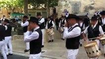 Obsèques du maire  Signes : le cortège arrive devant l'église