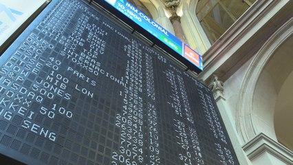 El Ibex 35 pierde los 8.800 puntos, pendiente de la inestabilidad del gobierno en Italia