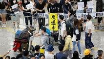 Des manifestants occupent l'aéroport de Hong Kong