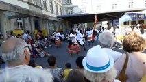Le public de Felletin séduit par le groupe Crane Performers d'Ouganda