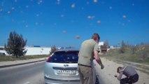 Un automobiliste bloque une voiture pour régler ses comptes mais se fait gazer