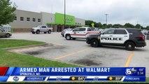 Nouveau massacre évité de justesse aux USA   Un homme armé dun fusil et dun gilet pare-balles arrêté alors quil entrait dans un supermarché Walmart dans le Missouri