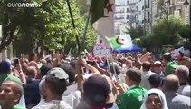 Des milliers d'Algériens réclament une élection présidentielle