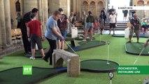 Royaume-Uni: Pour attirer les fidèles en plein d'août, un mini-golf a été déployé dans la nef médiévale de la cathédrale de Rochester - VIDEO