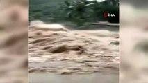 - Hindistan'da Selden Ölenlerin Sayısı 95'e Çıktı- Binlerce Ev Tahliye Edildi
