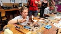 Saint-Martin-de-Valamas : elle crée une bague de fiançailles Metallica au Festival du bijou