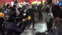 Marée noire de manifestants à l'aéroport de Hong Kong