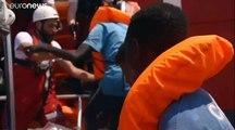"""Suche nach Hafen: """"Ocean Viking"""" nimmt 81 weitere Menschen auf"""