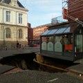 A Amiens, le trou dans la chaussée attire les curieux