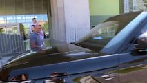 Laura Matamos acude a recoger a su padre, Kiko Matamoros, en el hospital