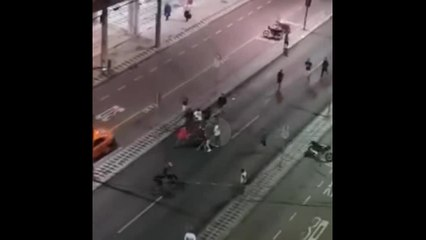 Torcedores do Athlético Paranaense são identificados após agredirem moradores de rua