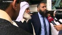 """Norvège: Colère après l'apparition """"tout sourire"""" devant le tribunal du jeune homme de 21 ans qui a attaqué une mosquée ce week-end"""