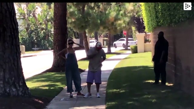 A 'boxer' in a bikini challenges Justin Bieber to a fight in the middle of the street