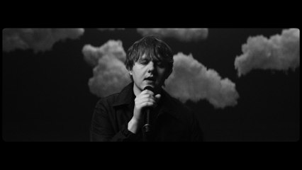 Lewis Capaldi - Hold Me While You Wait