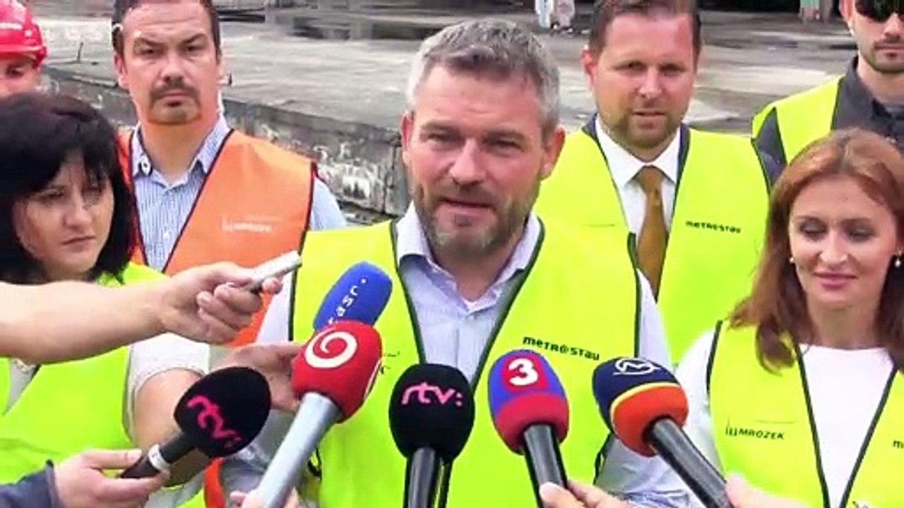 Premiér P. Pellegrini osobne symbolicky spustil búracie práce na skelete nemocnice Rázsochy