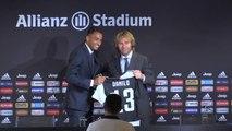 Juventus - Danilo présenté à la presse !