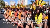 """Brésil: des femmes indigènes contre """"les politiques génocidaires"""" de Bolsonaro"""