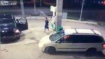 Ce policier en civil se fait braquer sa voiture à la station service !