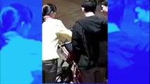 Ivres, ils provoquent une employée de la station d'essence avant de mettre le feu à leur propre moto