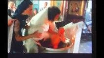 Russie : un enfant violenté par un prêtre orthodoxe lors d'un baptême
