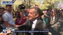 Nicolas Sarkozy s'offre un bain de foule après la cérémonie du 75e anniversaire du débarquement de Provence